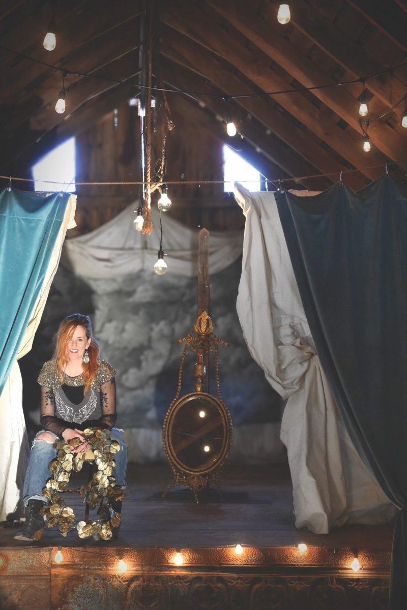 LANNE-jen-barn-loft-sitting-scaled