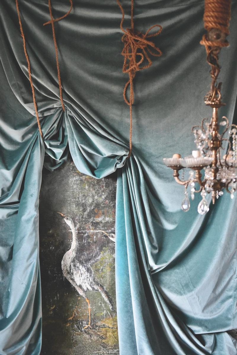 Lanne-LOFT-blue-velvet-curtain-scaled